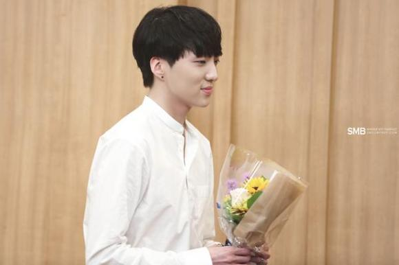 140918 Seungyoon at Cultwo Show 5