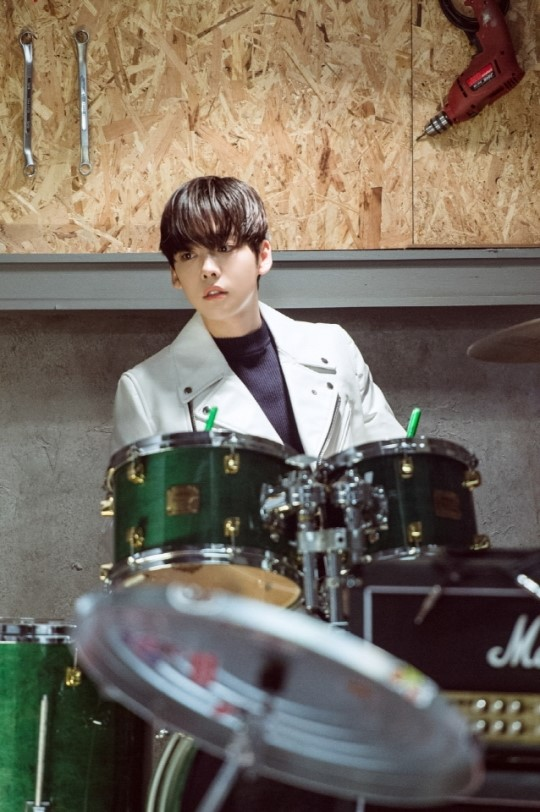 Unveiling Kim Jin Woo playing the drum for the first time!!