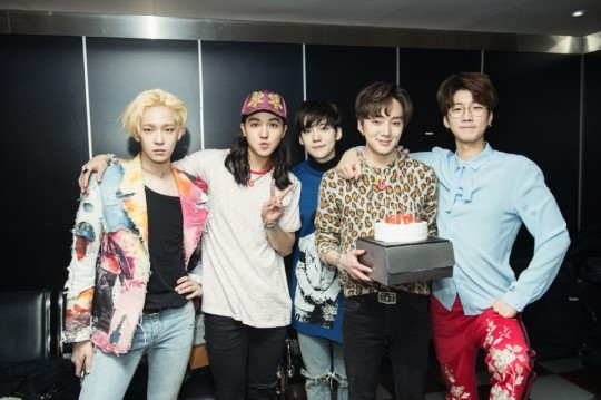 he members congratulated Kang Seung Yoon's birthday with all heart!