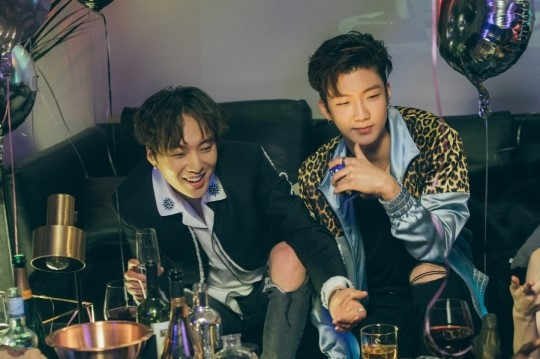 Kang Seung Yoon and Lee Seung Hoon are happy when they are together!! Those two got so excited at a party